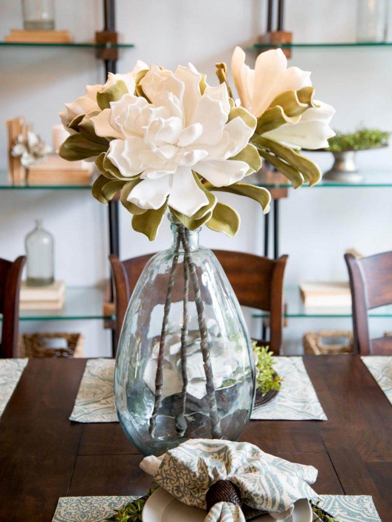 bp_hfxup201h_gaspar_dining-room_detail_after_vase-and-magnolia_444936-1018680-rend-hgtvcom-1280-1707