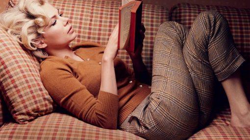 www.GetBg.net_Girls___Beautyful_Girls_Girl_reading_a_book_lying_on_the_couch_043448_