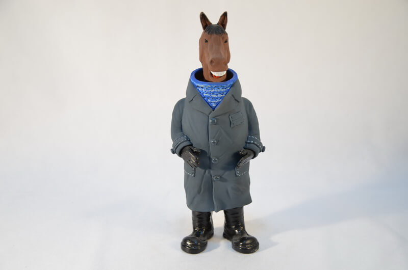 конь в пальто фигурка