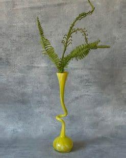 вазу в подарок яркую