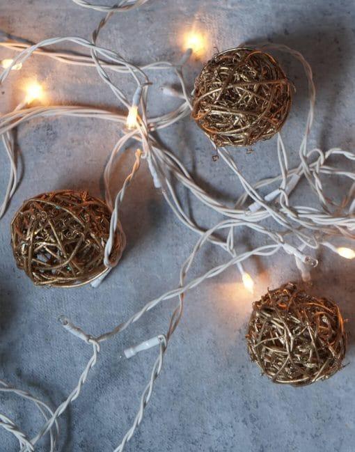 елочные шары из ротанга