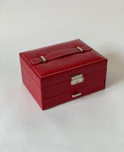 шкатулка красная