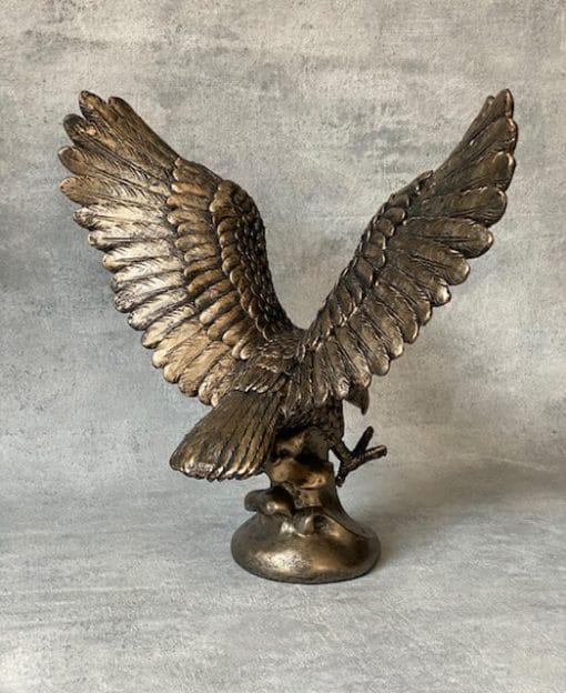 фигурка орла для директора