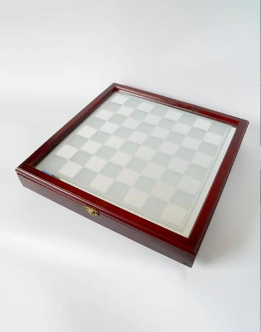 шахматы в деревянном футляре