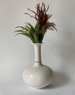 ваза белая интерьерная