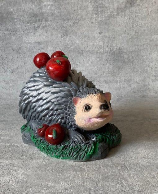 ёжик с яблоками статуэтка