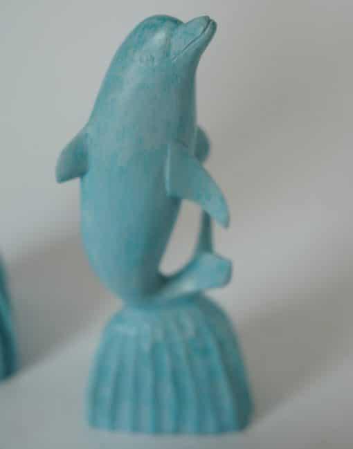статуэтка дельфин