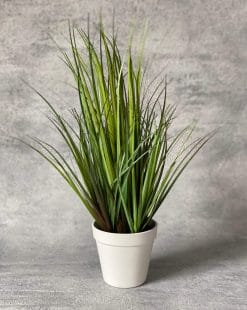 исксственная трава в горшке