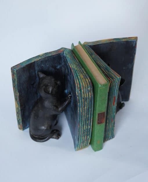 декоративная подставка для книг