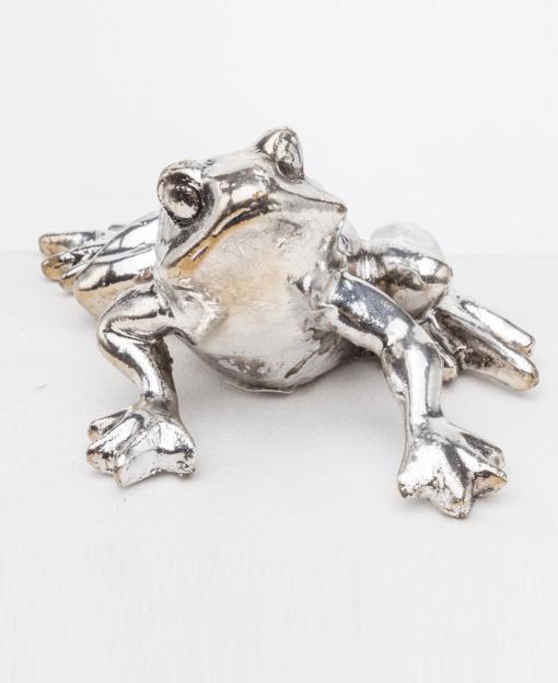 фигурку лягушка