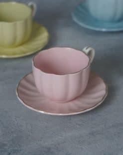 розовая чашка