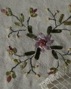 салфетка с вышивкой лентами