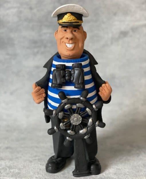 фигурка капитан моряк
