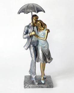 статуэтка пара гуляет