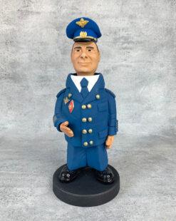 статуэтка лётчик в форме